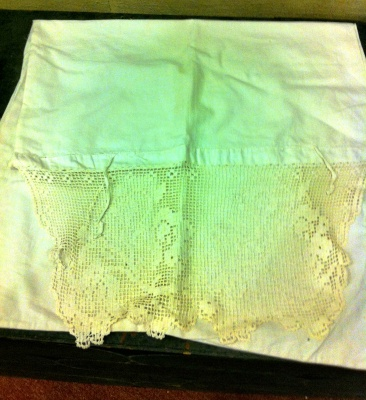 Pillow case with lace